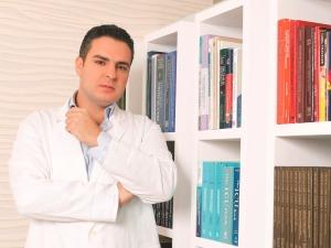 Dr Patrick Sneifir